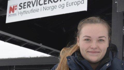 Pågang: Gry Malene Eide Haug hos Novasol har mange gjester.