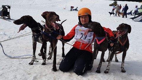 Beatrice Maria Gatti Semingsen med hundene som sikret Norge gull i EM 4-spannsprint.