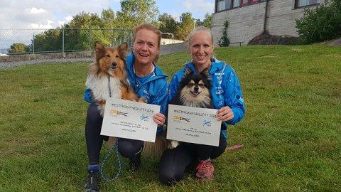 Mette Elin Sandbakken og hunden Ellie og Jeanette Sandbæk Håland og hunden Tequila er kvalifisert til VM i agility. Foto: Privat.