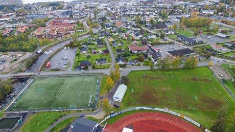 ØNSKER ANLEGG HER: Det er her Brumunddal Allianseidrettlag ser på muligheten for å føre opp fotballhall og flerbrukshall.