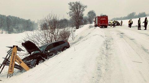 To biler fikk store materielle skader i en front mot front-kollisjon på fv 213 på Brøttum torsdag.