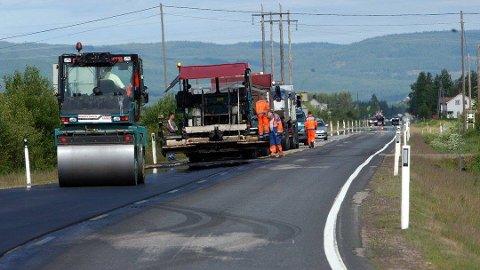 Nytt: Fem strekninger på fylkesveger i Ringsaker får nytt dekke i sommer.