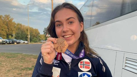 EM-MEDALJE: Marthine Svendsberget og J19-landslaget tar med seg bronsemedaljer hjem til Norge.