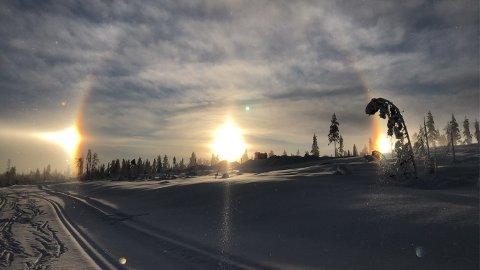 NATURENS LYS: Tre soler over Trysil i dag. – Et helt fantastisk skue, sier Elisabeth Sidow Westengen.