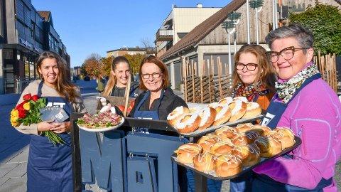 KLARE: Matlyst 2021 er like om hjørnet. Fra venstre: Monica Østenheden (festivalsjef), Leni Bergengen (Frøken Pimpernell), Ingerine Amundsen (Matfatet) Anita Lomnes (Donuteriet) og Sissel Olsen (Bakeriet) melder om stor interesse for arrangementene.