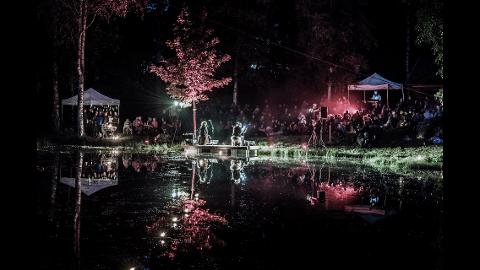 Skogens  magi: Dette bildet er fra produksjonen i 2015 med Tuva Syvertsen og Trygve Ramnefjell.