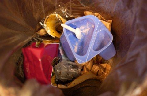 HRA påpeker at søppelet skal sorteres også i Hønefoss sentrum.