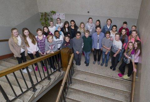 Disse 7. klassingene på Hønefoss skole har skrevet avslutningen på skrivestafetten.