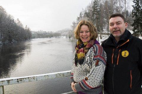 Else Ravneberg og Birger Bekkevold forteller at Ringerike sportsfiskeforening nå vil jobbe hardt for å gjøre Randselva til et sted hvor ørreten kommer for å gyte.