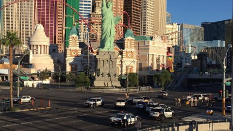 The Strip er hovedgata i Las Vegas. Dette er ett av hovedkryssene i byen, og politiet dirigerte trafikken. Normalt er det ekstremt mye trafikk i denne gata.