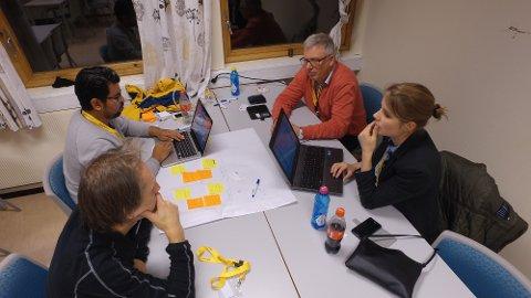 Vant: Fjorårets vinnerlag, som hadde utgangspunkt i en lokal bedrift, Askeladden. På bildet ser vi Kristi Strøm Lie (f.h.), Rolf Lie, Kristian Alnæs og Rune Myrland.