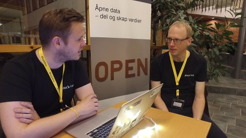 Hackathon: F.v. Livar Bergheim i Difi og Sveinung Engeland, prosjektleder for Hackathon for Statens kartverk.
