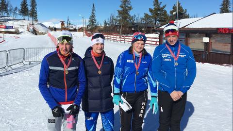 FLERE MEDALJER: Medaljevinnerne etter lørdagens sprint. F.v. Sivert Dørum Langerud (gull G16), Stein Aas Stræte (gull G14), Tuva Aas Stræte (gull J16) og Sigurd Holemark (sølv G16)