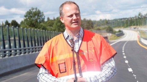 Samferdselsminister Ketil Solvik-Olsen skal hedre en norsk kommune som satser på trafikksikkerhet. Foto: Terje Bendiksby, NTB scanpix/ANB
