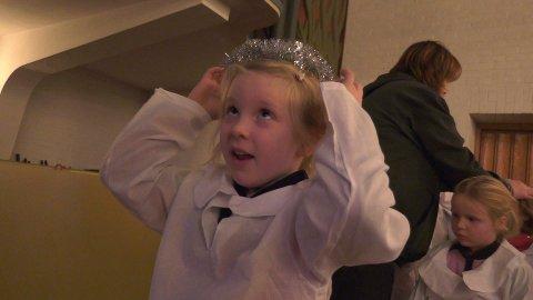 SØT ENGEL: Ingrid er veldig fornøyd over å være engel!