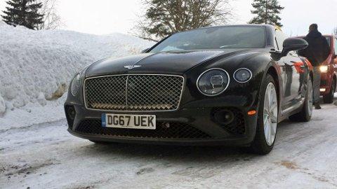En Bentley er heller ikke noen dagligdags bil, men den kom nesten litt i skyggen av råtassene fra Bugatti.