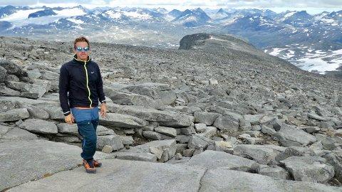 FANTASTISK: Martin Alsmark har gått med fantastiske fjell på alle kanter.