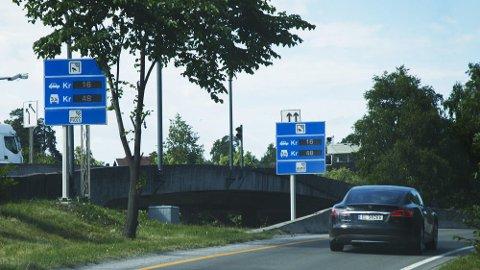 HELBOM: - Tror dere at vi kjører bil bare for moro skyld, spør Svein jr. Slåtsveen.