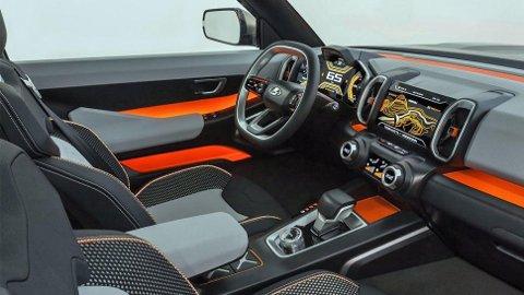 FRESH: Bilen er også tøff innvendig med friske farger.