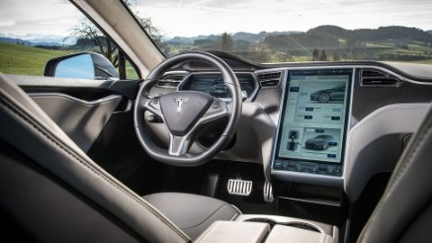 TIL KAMP MOT PORSCHE: Elon Musk bekrefter at vi får en ny toppversjon av Model S neste år. Det er snakk om Model S Plaid - bilen som forsøker å sette verdensrekord på Nürburgring i disse dager. Illustasjonsfoto