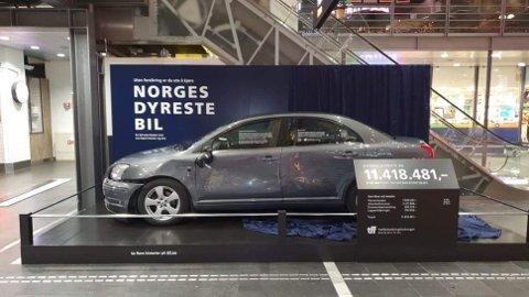Hvis du forårsaker en ulykke og ikke har forsikring på bilen. risikerer du en kjemperegning. Bilen på bildet over er basert på en reell hendelse, der bileiere endte med en regning på over 11 millioner kroner. Foto: Trafikkforsikringsforeningen.