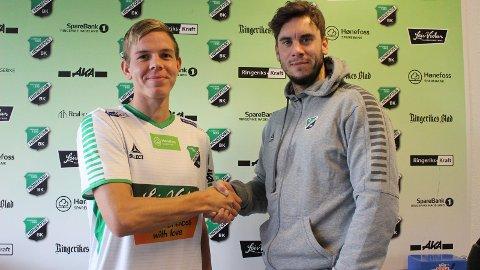 SISTE INN: Her blir Monty Patterson fra New Zealand ønsket velkommen til HBK av trener Luke Torjussen.