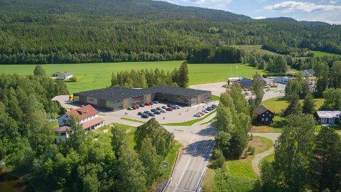 ENKELT Å STOPPE: Her skal det bli enkelt å stoppe på Nes i Ådal. Det nye handelstilbudet skal også bli en sosial møteplass for bygdefolk og besøkende.