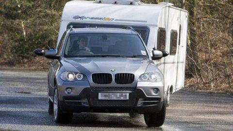 BMW-en hadde bare punktert og ble levert til verksted for reparasjon, men ble brukt til å flytte campingvogner der.