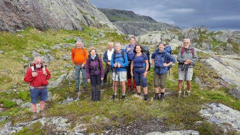 Fullførte: Her er de ti deltakere som gjennomførte hele turen i regi av den lokale turistforeningen. Foto: Karsten Lien