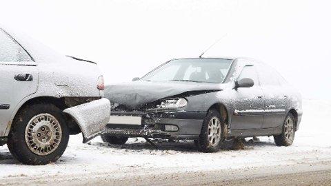 SLÅR ALDRI FEIL: Det første store snøfallet hvert år fører også til mange ulykker ute på veiene. Foto: Shutterstock/Tryg Forsikring