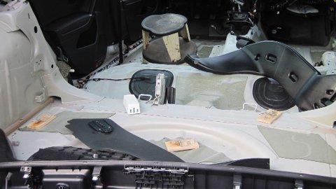 TOTALSKADD: Hvis musene først kommer seg inn i bilen, kan de forårsake store skader, i verste fall så mye at bilen blir kondemnert. Foto: Gjensidige.