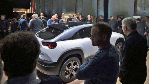 Dette er den nye elektriske Mazda MX-30, på en kjapp Norgesvisitt. Foto: Ketil Skogheim / Broom