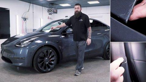 FEIL: Tesla har startet utleveringene av nye Model Y hjemme i USA. Nå er det oppdaget kvalitetsutfordringer med lakk og interiør på nykommeren. Skjermdump: Chicago Auto Pros/ Youtube