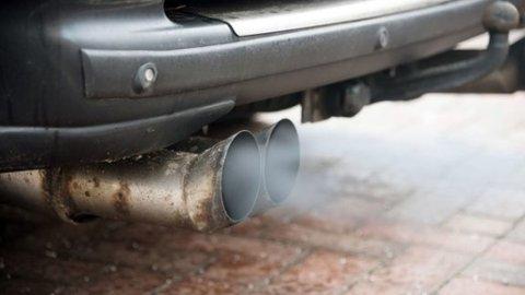 Verken støy eller avgasser er spesielt hyggelige for andre rundt deg. Dessuten er det ikke lov å la bilen stå unødvendig på tomgang, så husk å skru av motoren.