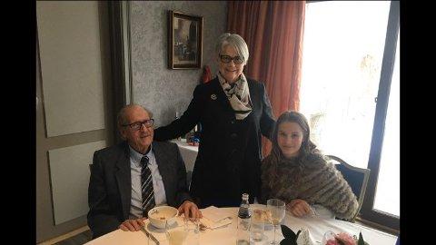 AKTIV TIL DET SISTE: Anders Løchen Foght, her på 85 årsdagen sammen med kona Turid og barnebarnet Rikke.