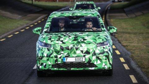 HER ER DEN: Skoda sin første helelektriske SUV, Enyaq iV! Brooms Mats Brustad har allerede kjørt nykommeren i Irland for en god stund tilbake. Nå kan du endelig bli med på tur.