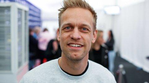 DONERER PENGER: Mads Hansen oppfordret følgerne sine til å avfølge Mario Riera og Carl Aksel Jansen på Instagram. I gjengjeld skulle han donere penger til en veldedig organisasjon.