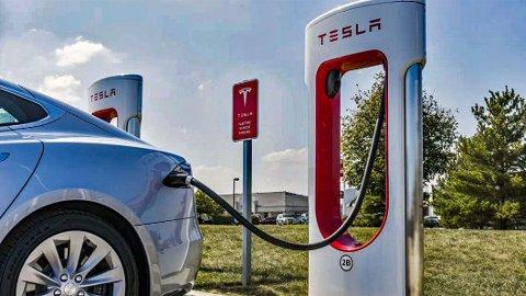 FORVIRRENDE: Tesla har to typer ladesystem – ett nytt og ett gammelt. Det kan skape litt forvirring. Illustrasjonsbilde.