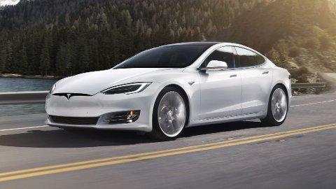 KLINKER TIL: Tesla klinker til igjen: Neste år lanseres en lynrask utgave av dagens Model S. Toppfarten blir langt over 300 km/t. Illustrasjonsfoto