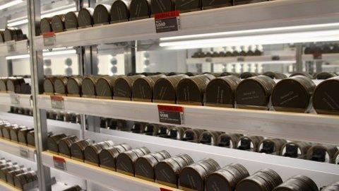 VÆR ØKONOMISK: Prisforskjellene på snus er små blant dagligvarekjedene, men i kioskene tar de opp til 30 prosent mer betalt for samme vare. Foto: Espen Teigen (Nettavisen)