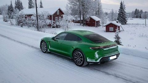 Porsche lanserer nå innstegsmodell av sin Taycan. Her er det store penger å spare, hvis du ikke MÅ ha 4x4.
