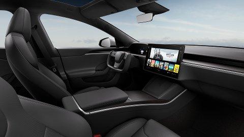 Slik ser det ut inni nye Model S. Legg merke til rattet, den nye skjermen og oppbevaring i dørene.