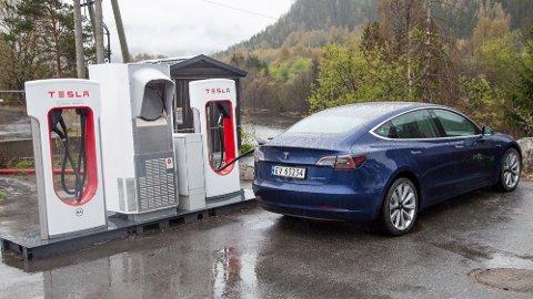 NY LADESTASJON: Tesla varsler nå at de  kommer med superlader-stasjon på Hadeland, i andre kvartal i år. (Illustrasjonsfoto)