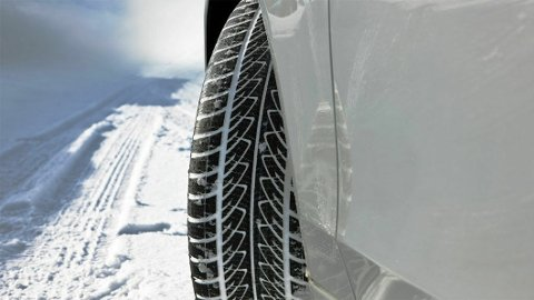 BEST I TEST: Vinteren står for døren og snart må vinterhjulene på bilen. Har er årets vinterdekk-testvinnere. Illustrasjonsfoto