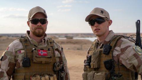 BLE ANGREPET: Håkon og Sondre fra Heradsbygda er på oppdrag i Irak. De bruker kun fornavn i media når de er på oppdrag i utlandet, derfor oppgis ikke deres etternavn.