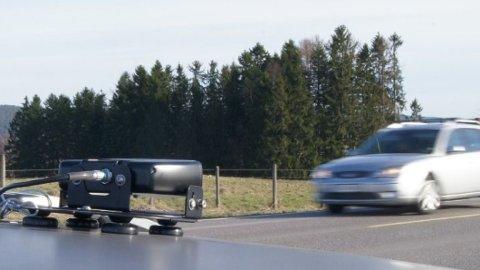 FORT GJORT: Denne skanneren gjør jobben langt enklere for dem som kontrollerer kjøretøy i trafikken. På et mikrosekund kan den avdekke om det er noen som bør stoppes. Foto: Statens vegvesen