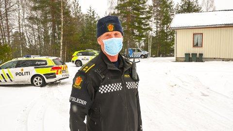 Leteaksjon. Politi. Røde Kors. Norsk folkehjelp. Vikersund. 11. mars 2021. Innsatsleder Jens Ole Hval