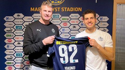 NY AVTALE: Jostein Flo og Kreshnik Krasniqi etter at sistnevnte skrev under ny kontrakt.