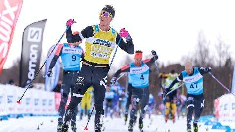 TETT: Det ble jevnt på oppløpet under det 54 kilometer lange løpet i Sverige lørdag. Tord-Asle Gjerdalen måtte se seg slått.