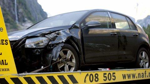 DÅRLIG START: At bilen blir seende slik ut, er ingen god start på påskeferien. Kostbart kan det også bli. Nå går forsikringsselskapene ut oppfordrer til å finne en annen utfartsdag. Illustrasjonsfoto